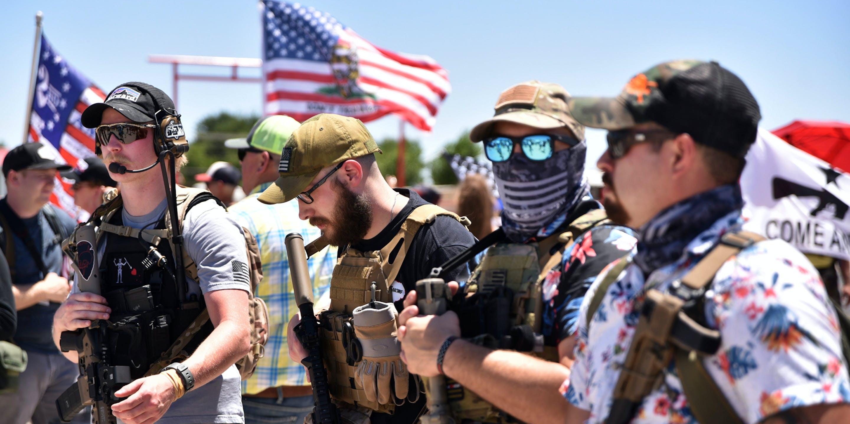 Armed Vigilantes Receive Warm Police Reception Amid Protests